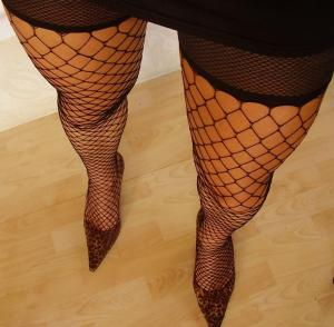 Fishnet_stockings