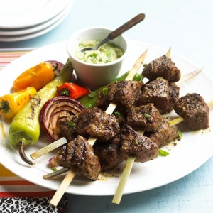 Steak-Kabobs-and-Avocado-Sauce