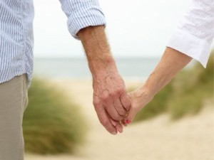 old-couple-holding-hands